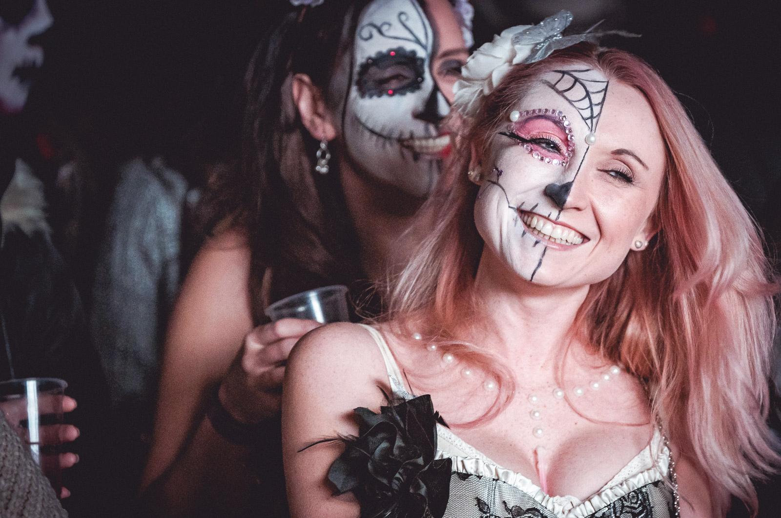 Sneaky-Experience-Halloween